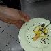 Dessert con maionese dolce, baccalà, scaglie di cioccolato con peperoncino