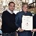 Giuseppe Di Martino e Maurizio Cortese consegnano ad Antonio Giordano la targa di ambasciatore della Pasta di Gragnano nel mondo - - - Fotografia inserita il giorno 27-04-2017 alle ore 19:19:37 da luigi