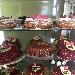La vetrina con le Torte per la Festa della mamma