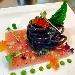 La Ricetta del giorno 03/03/2018 inserita su spaghettitaliani.com da Luigi Annunziata: Tonnarelli neri, aglio ,olio e peperoncino, pressato di tonno e la sua bottarga, uova di salmone e crema di prezzemolo