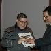 Luigi Farina consegna libro, attestato e tessera di socio a Simone Pezzulla