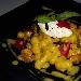 Le chicche di patate: cozze, zafferano, pomodorino secco e quenelle di ricotta di bufala
