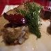Tonno, manzo e foie gras, mini pera al chianti, salsa al taleggio, cristallo di sale rosso delle Hawaii