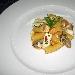 La Ricetta del giorno del 27/01/2018 inserita su spaghettitaliani.com da Marco Valletta: Rigatoni con polpa di ostriche, branzino e calamaretti su purea di fagioli