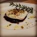 medaglione di manzo in riduzione al vino rosso  con tuma fiammata e pistacchi di bronte