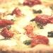 Pizza con asparagi, pomodorini e mozzarella di bufala