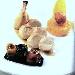 Ricetta inserita su spaghettitaliani.com da Sabatino Nunziata: Suprema di pollo farcita con ricotta alla maggiorana su demi glace alla liquirizia, bon bon di grana padano su risotto allo zafferano e cialda di polenta, verdure grigliate con olio profumato al basilico