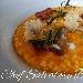Risotto con zucca rossa, filangè di cipolla rossa, straccetti di quaglia, aghi di rosmarino e croccante di grana