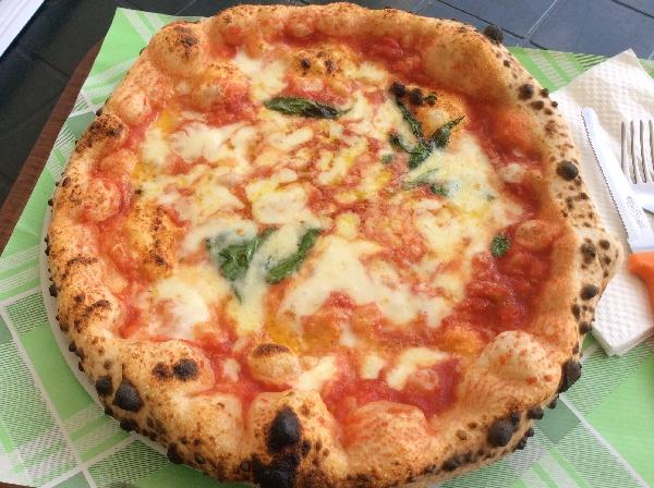 Pizza cotta a forno a legna - Miglior forno elettrico per pizzeria ...