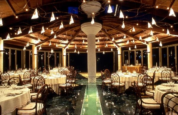 Articolo: Luce e ristorazione: l'importanza dell'illuminazione esterna - Ristorante in luce